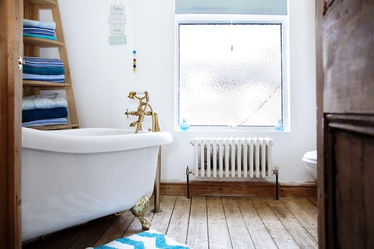 Bad mit neuen und alten Elementen